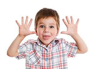 Kind beim Hänseln