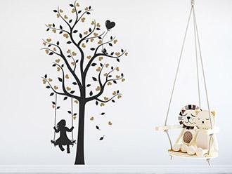 Wandtattoo Baum mit Mädchen und Herzen