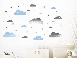 Wandtattoo Verspielte Wolken und Sterne