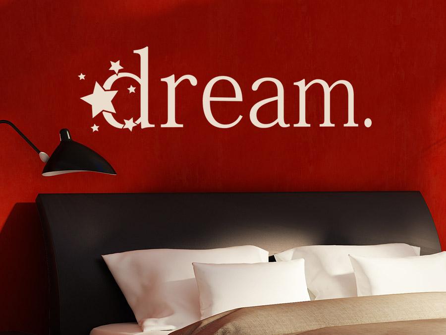 Wandtattoo Dream Dream Wandtattoo Im Schlafzimmer In Beige Auf Roter Wand  ...