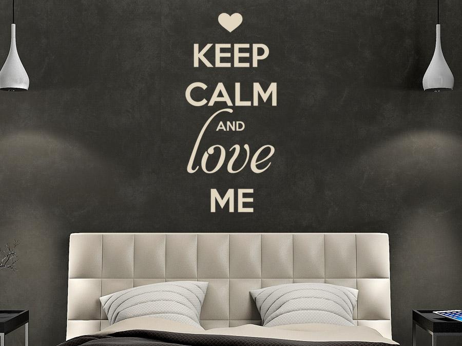 wandtattoo keep calm and love me wandtattoo de. Black Bedroom Furniture Sets. Home Design Ideas