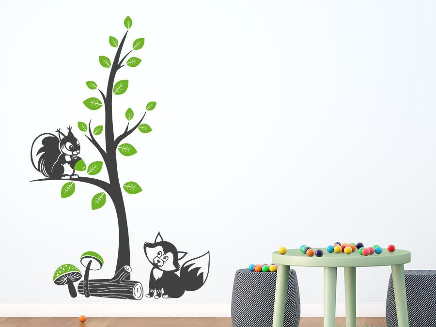 wandtattoo zweifarbiger baum mit waldtieren wandtattoo de. Black Bedroom Furniture Sets. Home Design Ideas