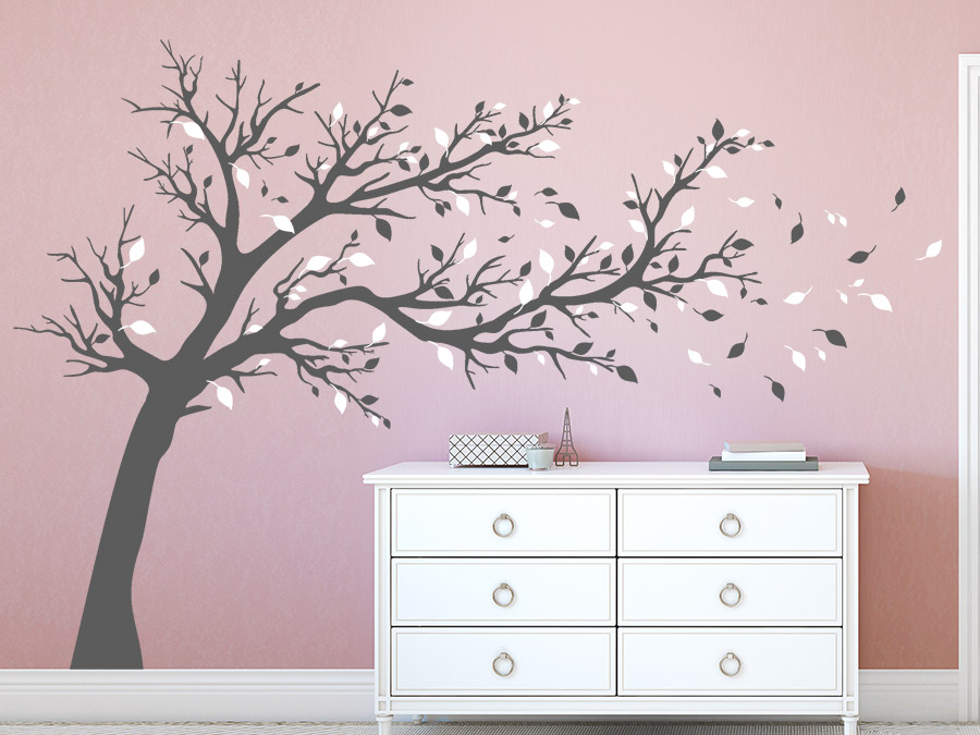 wandtattoo baum mit fliegenden bl ttern xxl bei. Black Bedroom Furniture Sets. Home Design Ideas