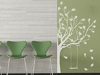 Wandtattoo Herbstbaum mit Schaukel in weiß im Flur