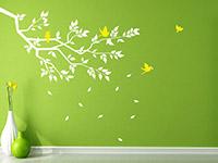 Fröhlicher Wandtattoo Ast mit Blättern in weiß und gelb