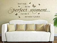 Wandtattoo Spruch Perfect Moment im Wohnzimmer