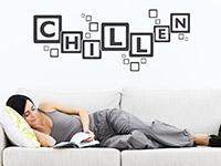 Wandtattoo Chillen im Wohnzimmer über der Couch
