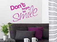 Englisches Wandtattoo Smile in leuchtendem pink