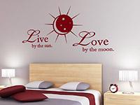 Liebe Wandtattoo Live by the sun... über dem Bett