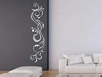 Romantisches Wandtattoo Ornament in vertikaler Ausrichtung im Wohnzimmer