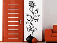 Blütenranke Wandtattoo auf heller Wandfläche