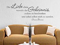 Wandtattoo Zitat Die Liebe allein versteht... im Wohnzimmer