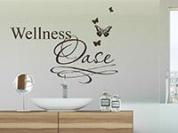 verspieltes Schmetterlings Wellness Wandtattoo hinter dem Waschbecken