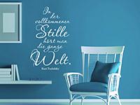 Zitat Wandtattoo In der vollkommenen Stille... in weiß