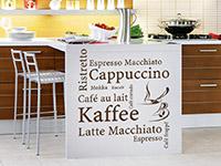 Kaffee Variationen mit Kaffeetasse in der Küche