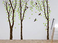 Zweifarbiges Birkenwald Wandtattoo aus Baumstämmen und Blättern
