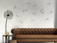 Wandtattoo Pusteblume in schwarz im Wohnzimmer
