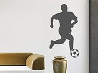 Sport Wandtattoo Fußballer Mittelfeld auf heller Wandfläche