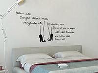 Zitat Sorgen vergessen Wandtattoo über dem Bett