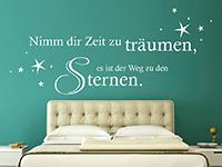 traumhafter Wandtattoo Spruch mit Sternenhimmel im Schlafzimmer