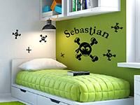 Wandtattoo Set Witzige Skulls mit Wunschname im Kinderzimmer