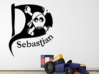 Wunschname Wandtattoo Piratenflagge in schwarz