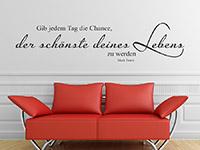elegant geschwungenes Wandtattoo Zitat über der Couch