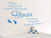 Baby Wandtattoo Kleine Füßchen... mit Name im Kinderzimmer in enzian