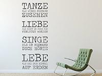 moderner Wandtattoo Spruch Liebe Lache im Eingangsbereich