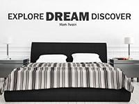Wandtattoo Explore Dream Discover im Schlafzimmer