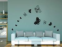 Verspielte Schmetterlinge Wandtattoo über dem Sofa