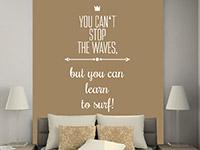 Wandtattoo Learn to surf in weiß im Schlafzimmer