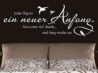 Wandtattoo Jeder Tag ist ein neuer Anfang Spruch im Schlafzimmer