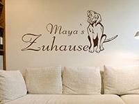 Wunschnamen Wandtattoo Süßer Hund mit Wunschname im Wohnzimmer
