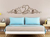 Ornament Wandtattoo mit Herzen im Schlafzimmer