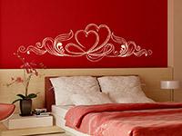 Romantisches Wandtattoo Ornament mit Herzen in weiß