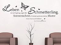 Andersen Zitat Wandtattoo Der Schmetterling auf heller Wand