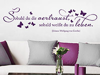 Goethe Zitat Wandtattoo Sobald du dir vertraust...  auf heller Wand