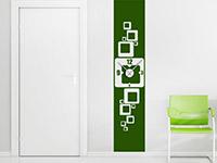 Retro Wandtattoo Uhr Banner in grün neben der Tür