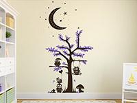 verspielter zweifarbiger Wandtattoo Baum mit Eulen im Kinderzimmer