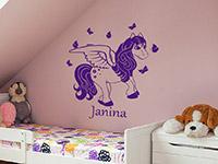 Wunschnamen Wandtattoo Fliegendes Pony im Kinderzimmer