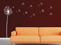 Pusteblume Wandtattoo neben einem Sofa
