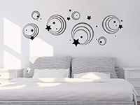 Wandtattoo Ornament Kreise und Sterne im Schlafzimmer