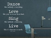 modernes Mark Twain Wandtattoo Zitat im Wohnzimmer