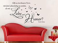 Wandtattoo Mit Liebe und Humor im Wohnzimmer