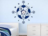 Wandtattoo Uhr Fußball im Kinderzimmer