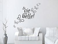 Dekoratives Wandtattoo La vie est belle im Wohnzimmer