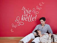 Französischer Wandtattoo Spruch La vie est belle in weiß
