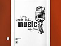 Musik Wandtattoo Music speaks auf einer Tür