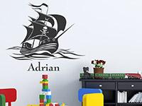 Wunschnamen Wandtattoo Piratenschiff auf hoher See als tolle Kinder Deko